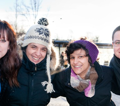 Bild på volontärer och projektledaren Joana